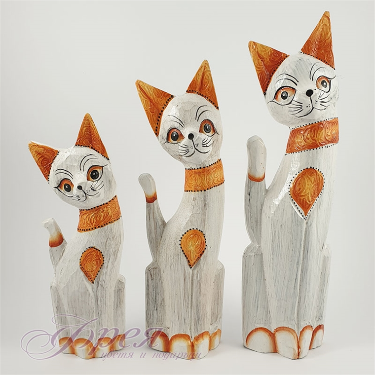 К-т 3бр. дървени котки бели с оранжев гердан - 25/30/35см