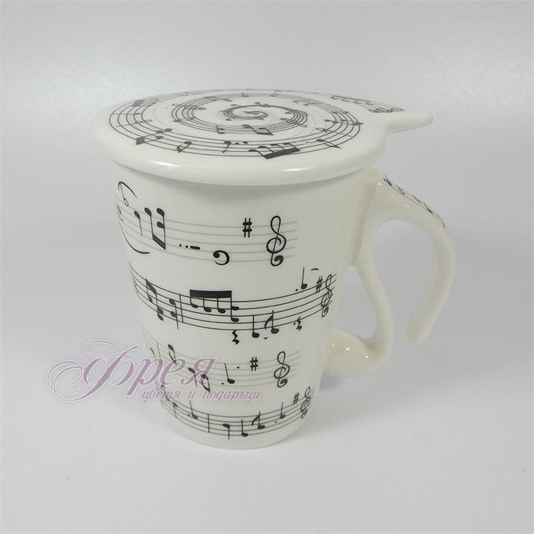 Порцеланова чаша с ноти
