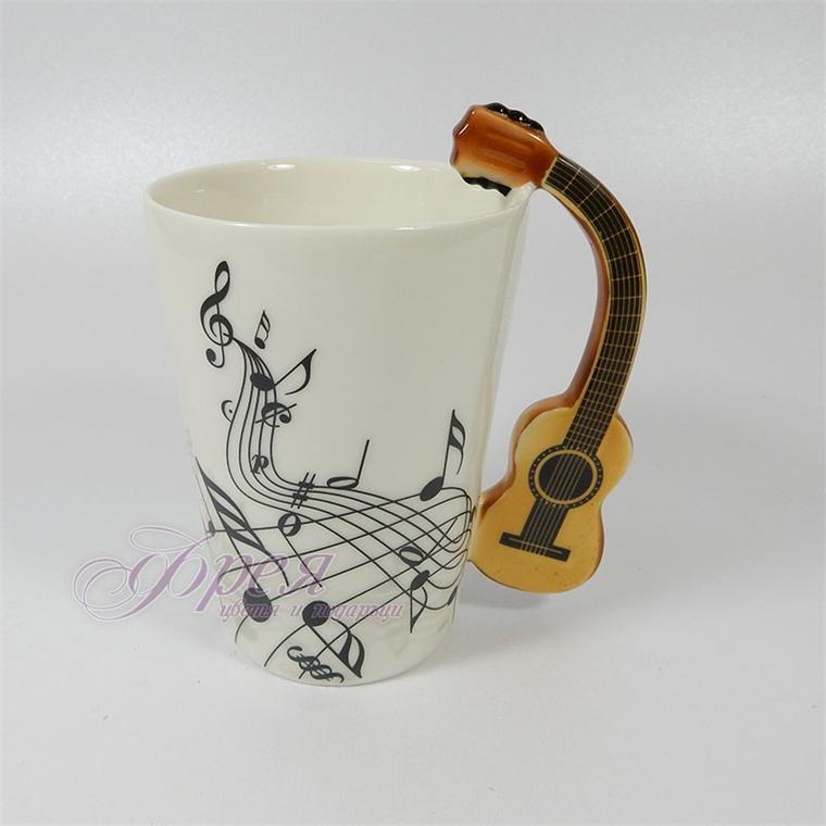 Порцеланова чаша с дръжка китара