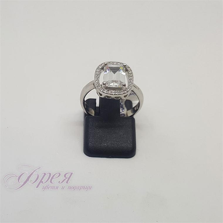 Сребърен пръстен-правоъгълен камък 1.0х0.7см в овална форма