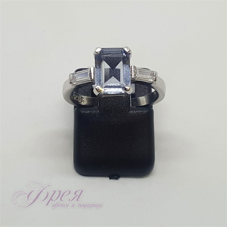 Сребърен пръстен с циркони - правоъгълник 0.9х0.6см