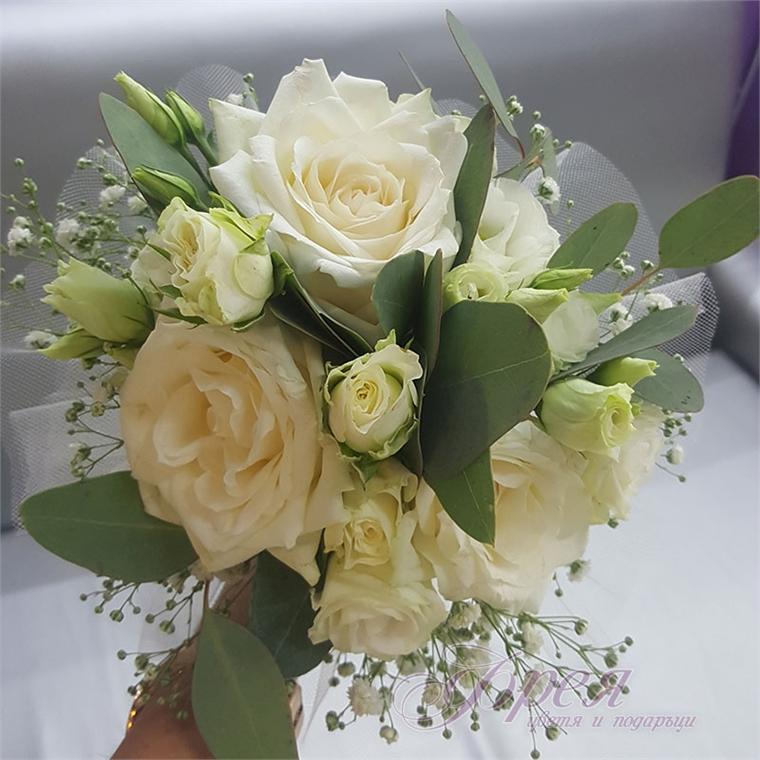 Булчински букет - Бели рози и еустома
