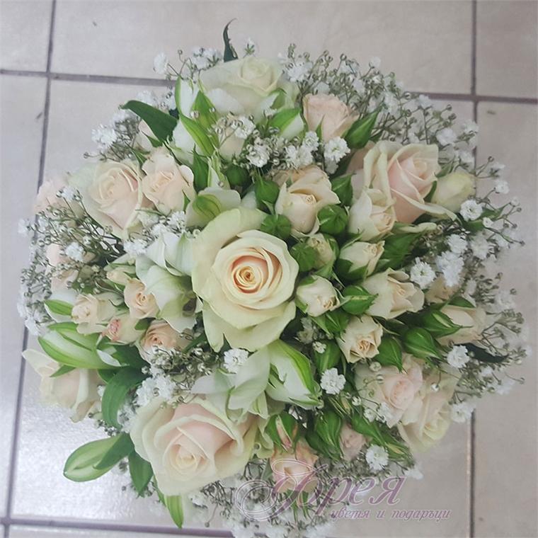 Булчински букет - Кремави рози