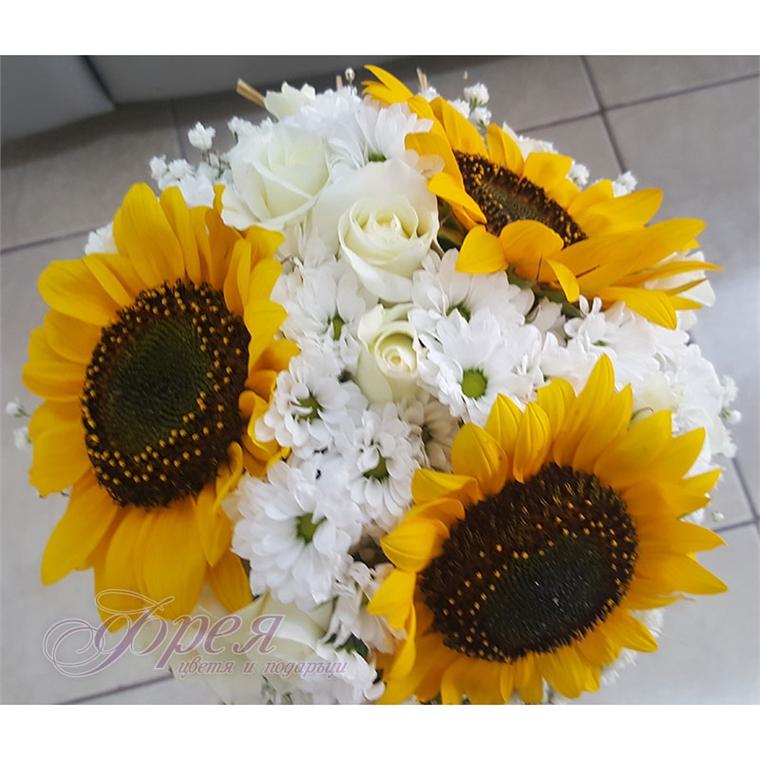 Булчински букет - Слънчоглед и бели рози