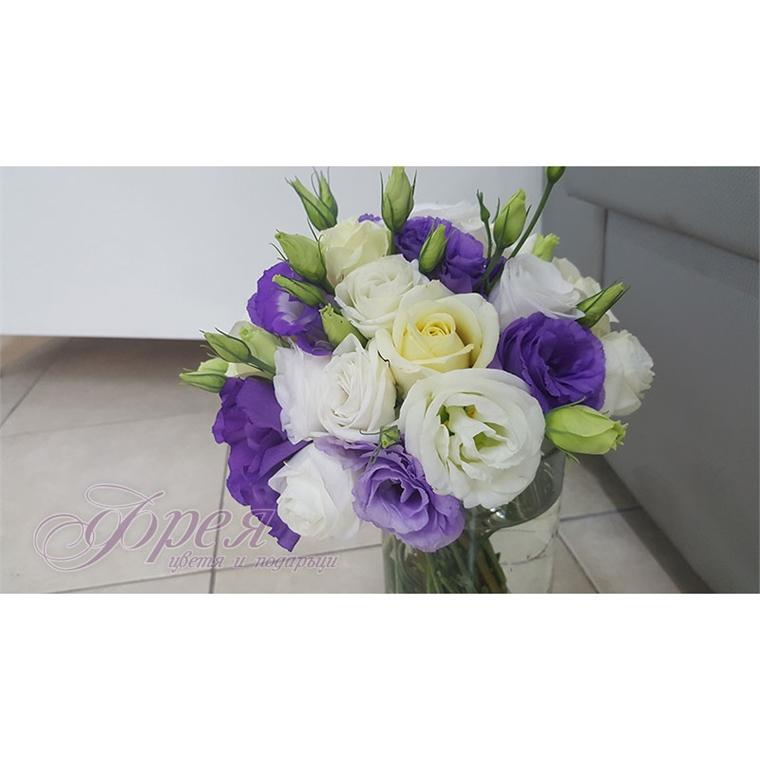 Булчински букет - Бели рози, бяла и лилава еустома