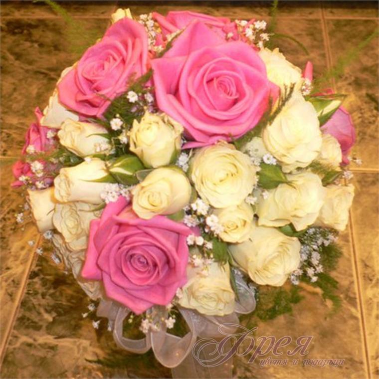 Булчински букет - Бели мини рози и цикламени рози
