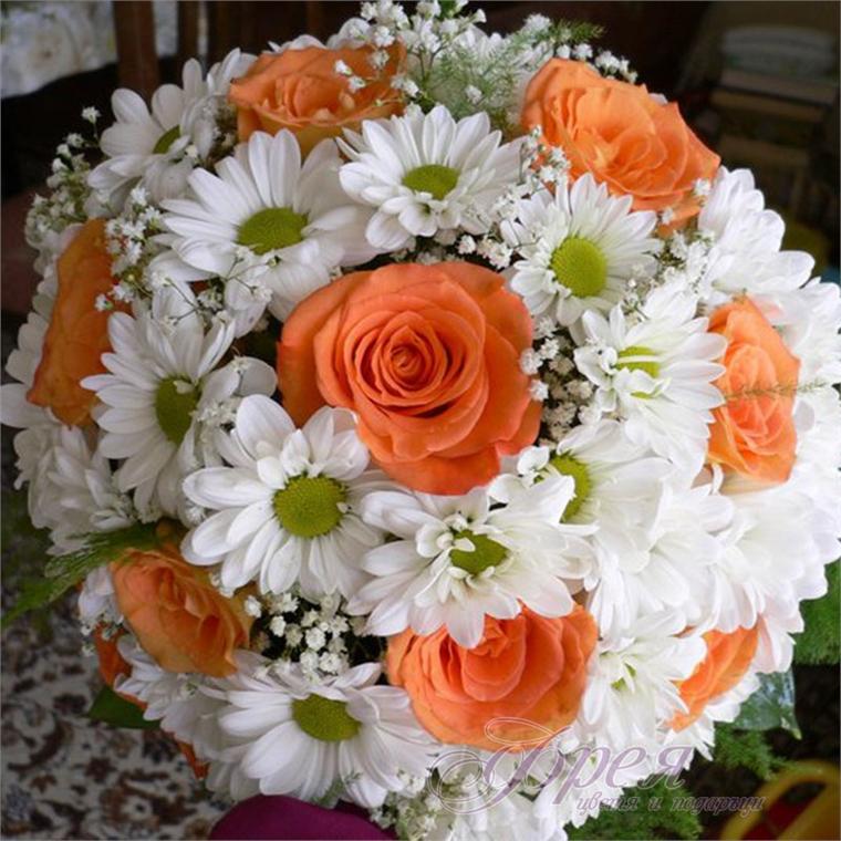 Булчински букет - Бели хризантеми и оранжеви рози