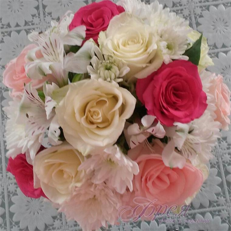 Булчински букет - Розови и бели рози