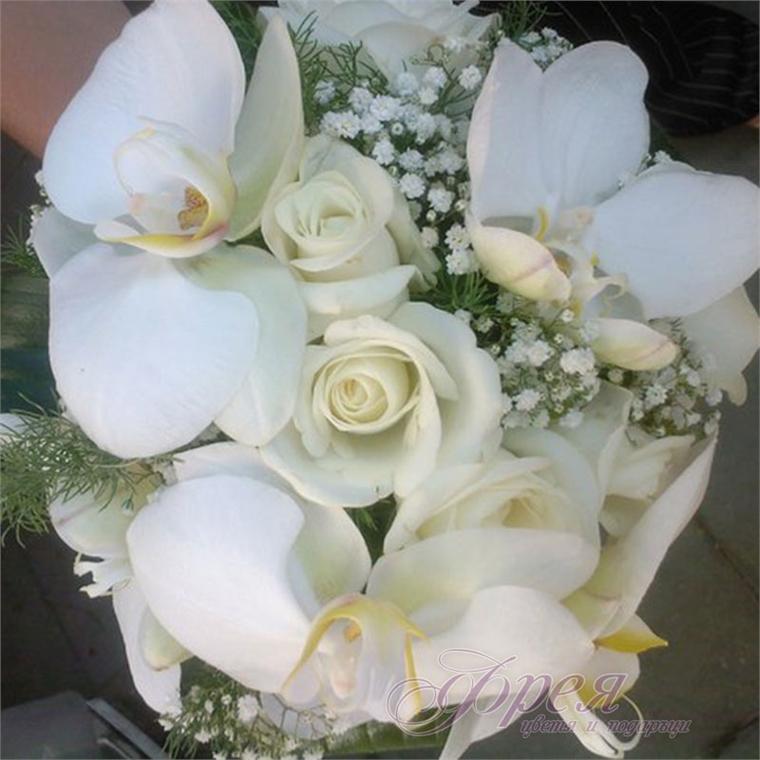 Булчински букет -  Бели орхидеи и рози