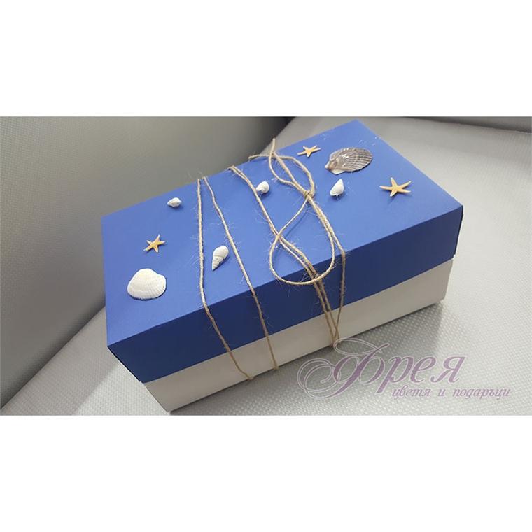 Кутия в бяло и синьо с морски мотиви