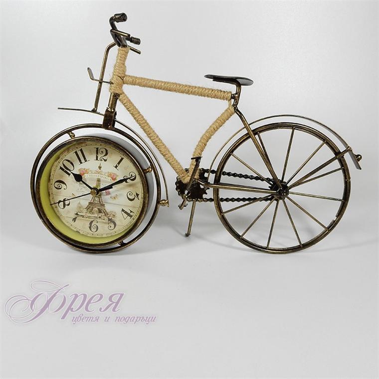 Винтидж часовник-колело с рамка обвита с конопено въже