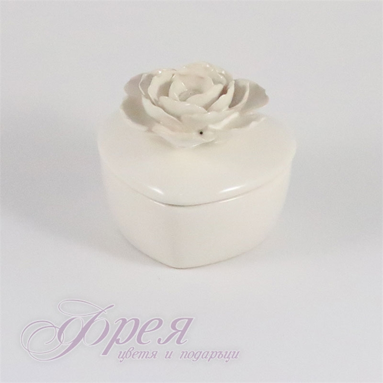 Порцеланова бижутерка - сърце с роза (бяла)