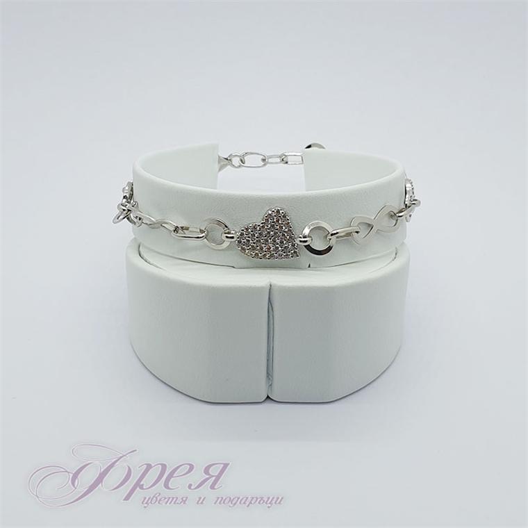 Сребърна гривна - сърце с циркони