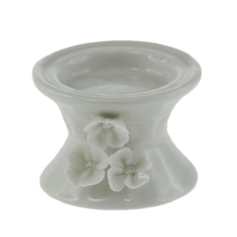 Порцеланов свещник - Бели цветя