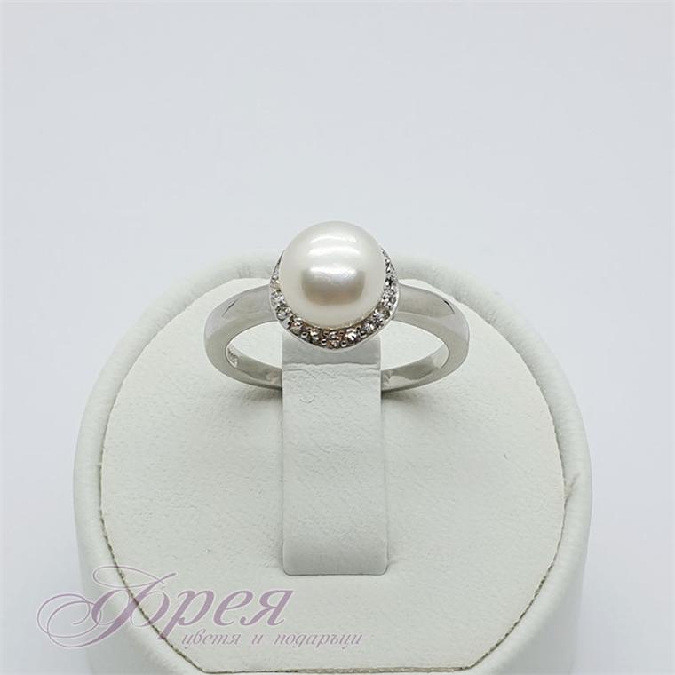 Сребърен пръстен с перла и циркони - кръгла основа