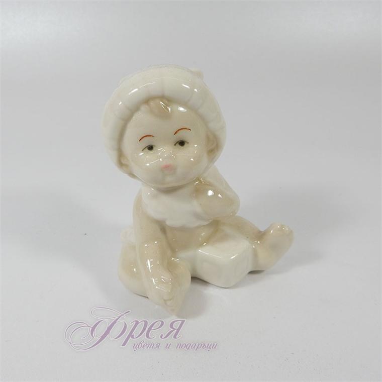 Порцеланова фигурка - Бебе момиченце