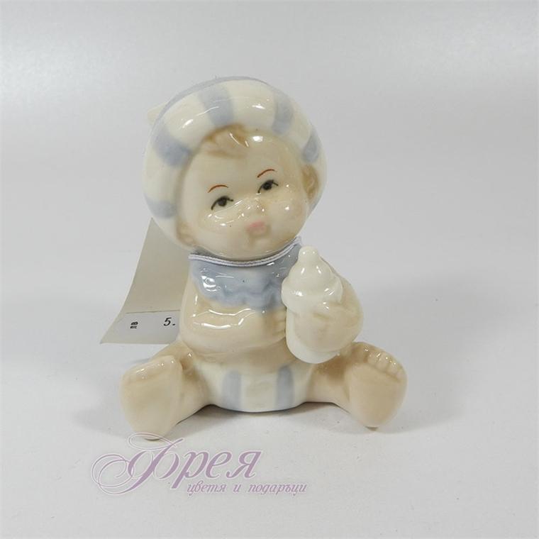 Порцеланова фигурка - Бебе момченце