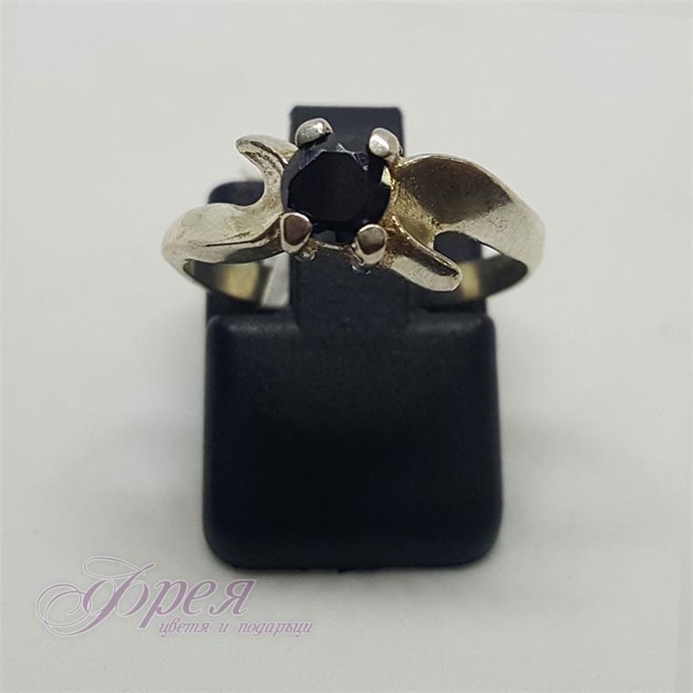 Сребърен пръстен с черен кръгъл циркон - извити форми