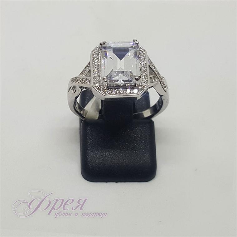 Сребърен пръстен - правоъгълен циркон и ивица малки камъчета