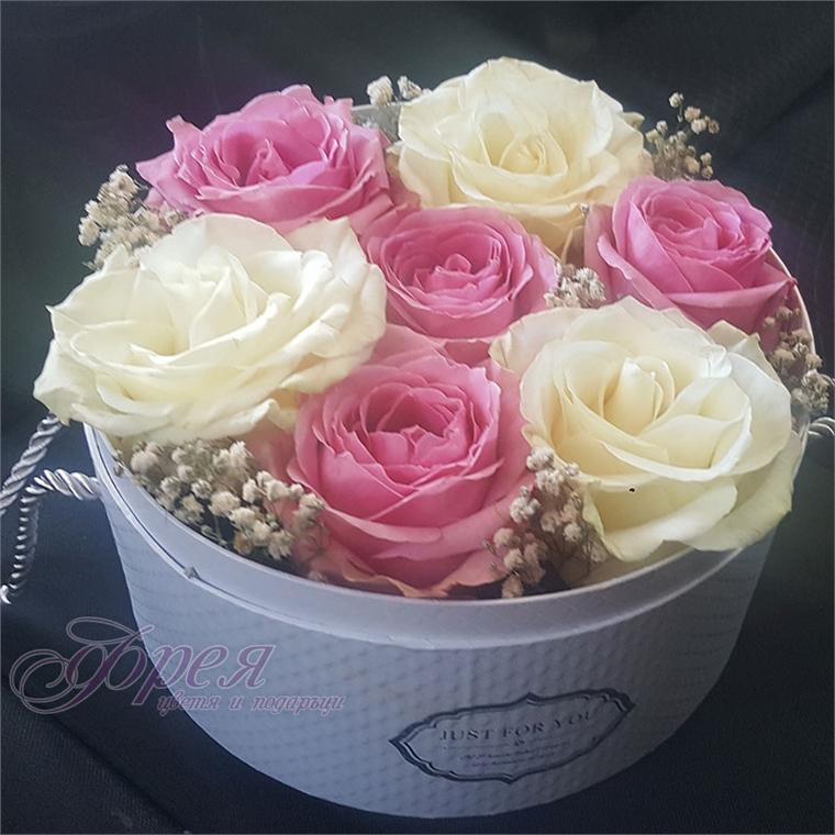 Аранжировка от 7 броя рози в кутия
