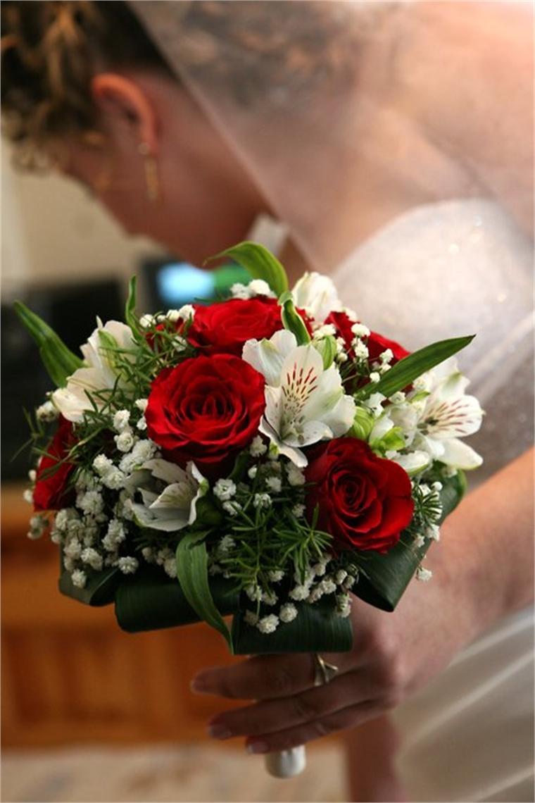 Булчински букет - Рози и алстромерия