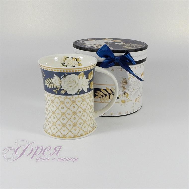 Порцеланова чаша - Бяла роза със син фон