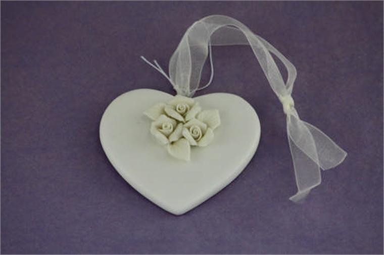 Сърце - бели цветя