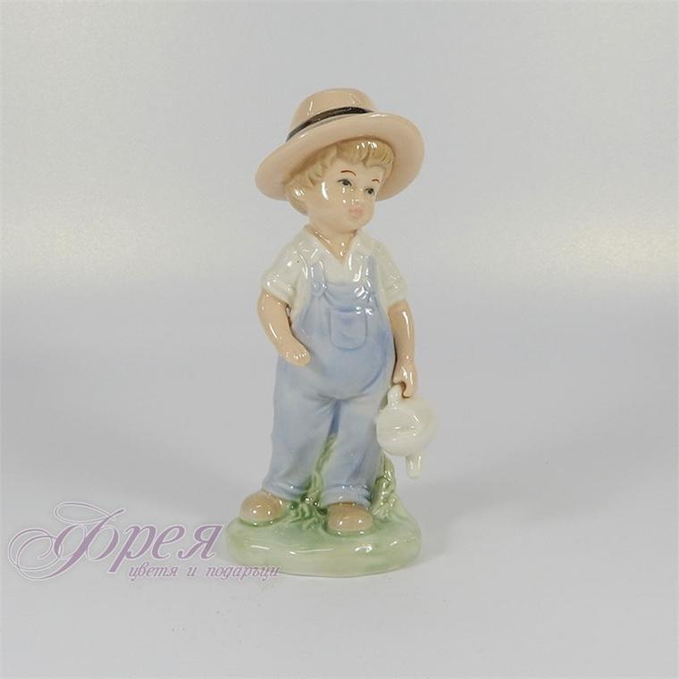 Порцеланова фигура - Дете момче