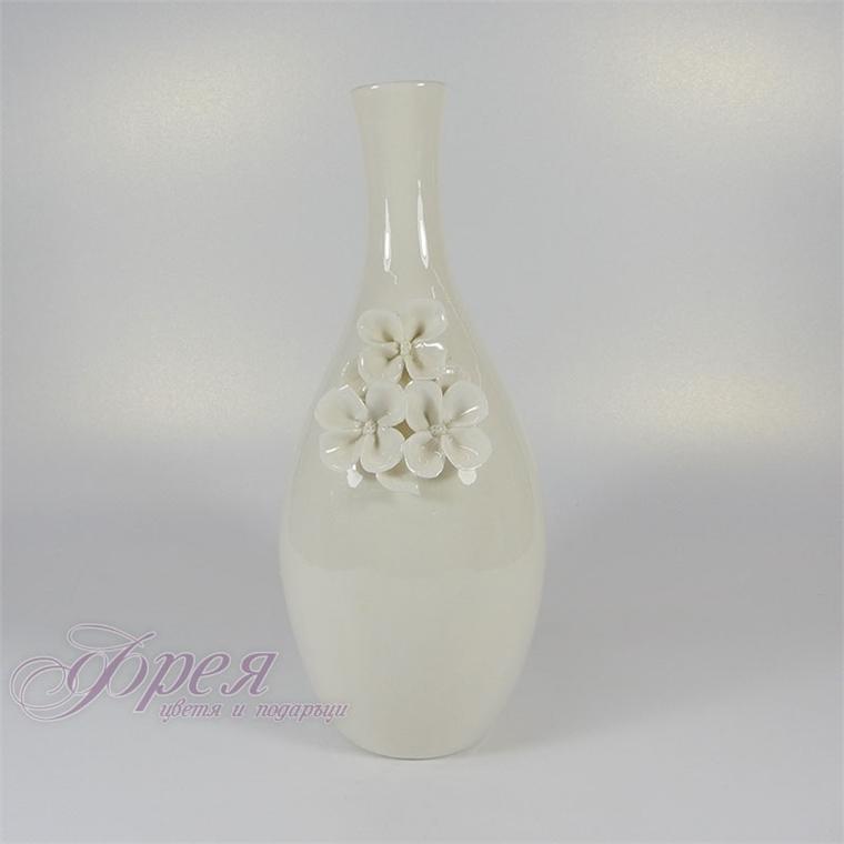 Декоративна ваза - Бели цветя
