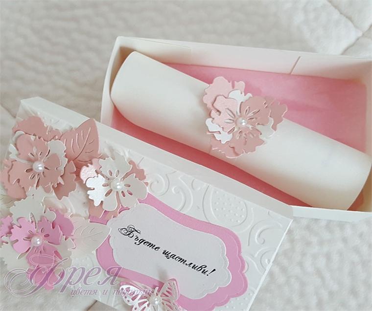 Кутийка за пари в нежно розово - цветя с перли и пеперуди
