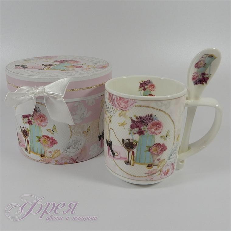 Чаша с лъжичка в подаръчна кутия - Дамски аксесоари 10см